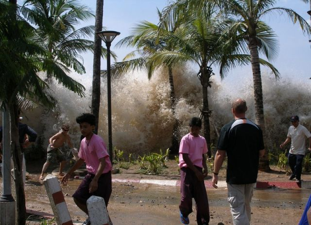 2004 Indian Ocean tsunami in Tahiland: David Rydevik via Wikimedia Commons